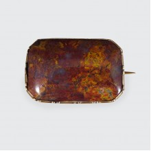 Early Victorian Agate Brooch in Yellow Gold and Steel Pin