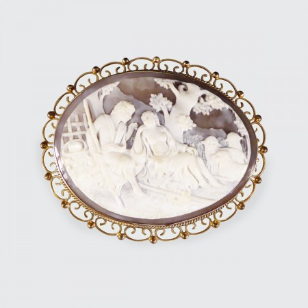1950's Large Carved Cameo Brooch in 9ct Yellow Gold
