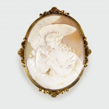 Mid Victorian Carved Shell Cameo Brooch in 15ct Yellow Gold