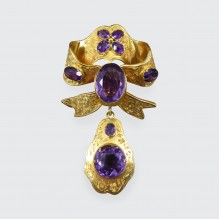 Antique Mid-Victorian Amethyst Set Brooch in 15ct Yellow Gold