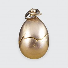 1940's Opening Egg Charm with Chick Inside Crafted in 9ct Yellow Gold