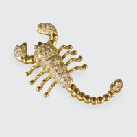 Contemporary Diamond set Scorpion Pendant Brooch in 18ct Yellow Gold