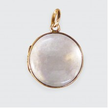 Late Victorian Glass Shaker Locket Pendant in 15ct Yellow Gold C1880