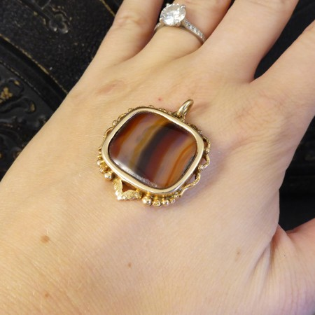 Late Victorian Carved Banded Agate Pendant in 15ct Yellow Gold