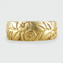 SOLD Antique Victorian Floral Engraved Band in 18ct Gold