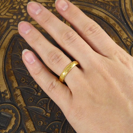 SOLD 1920's Engraved Pattern 22ct Yellow Gold Wedding Band