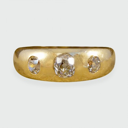 Late Victorian Diamond Three Stone Gypsy Set Ring in 18ct Yellow Gold