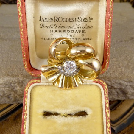 18ct Yellow Gold 1950s Ribbon Ring with Diamond Centre