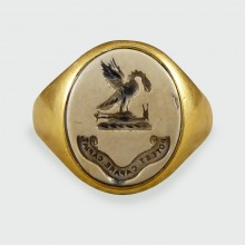 Late Victorian 18ct Gold and Carved Agate Stone Crest Gents Ring