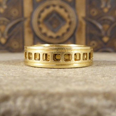 SOLD Gucci 18ct Yellow Gold Swivel Ring with Geometric Shapes