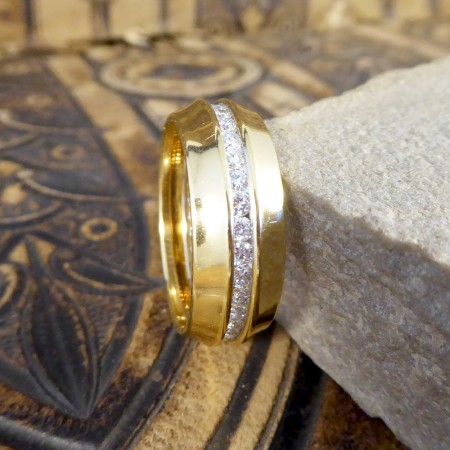 Contemporary Wedding Band with a Full Ringed Diamond Centre in 18ct Yellow Gold