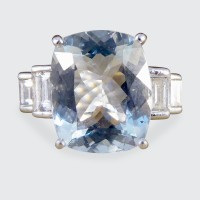 Contemporary 4.60ct Aquamarine and Diamond Ring in 18ct White Gold