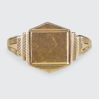 1960's Geometric Detailed Signet Ring in 9ct Yellow Gold