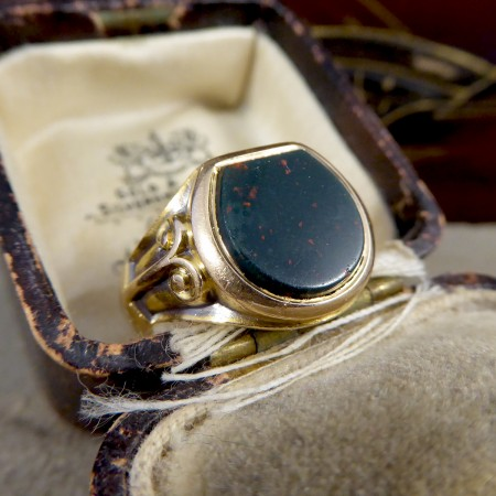 Edwardian Bloodstone Signet Ring in 15ct Yellow Gold