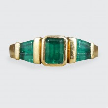 Vintage 1.00ct Emerald Multi Stone Staged Setting Ring in 18ct Yellow Gold